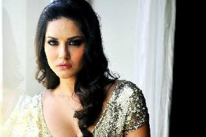 Two lakh hits for Sunny Leone
