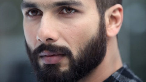Shahid Kapoor Pictures from Sets of Haider