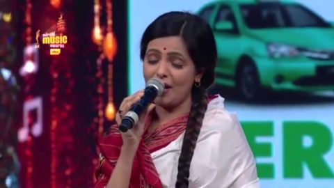 Sugandha Mishra as Lata Mangeshkar at Mirchi Music Awards